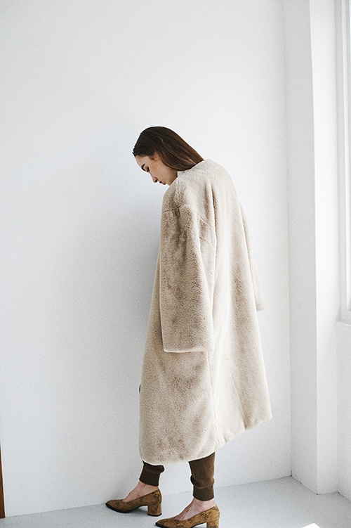 NO-COLLAR FUR COAT
