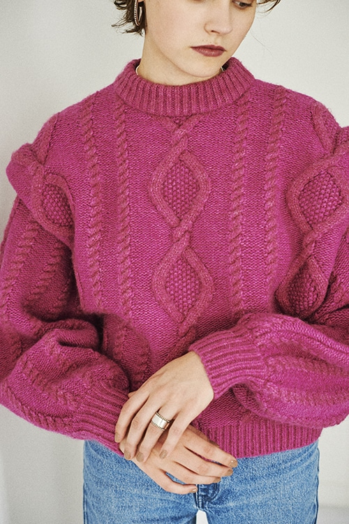 TUCK SHOULDER CABLE KNIT