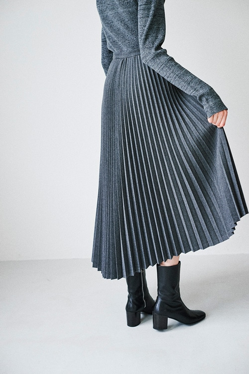 ASSYMETRY PLEATS SKIRT