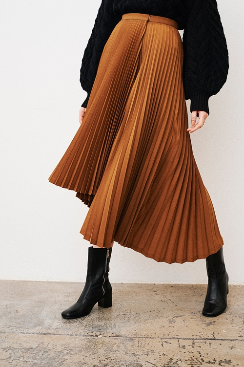 ASSYMETRY LIGHT PLEATS SKIRT
