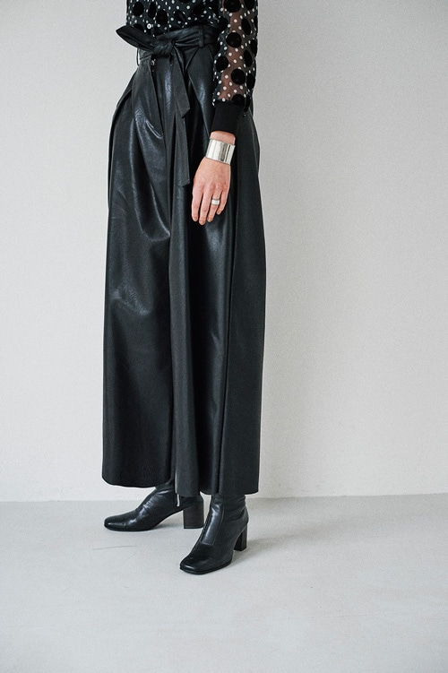 WIDE TUCK LEATHER PANTS