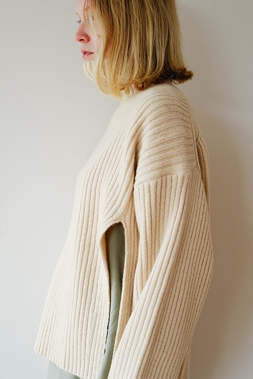 SIDE SLIT TURTLE RIB KNIT