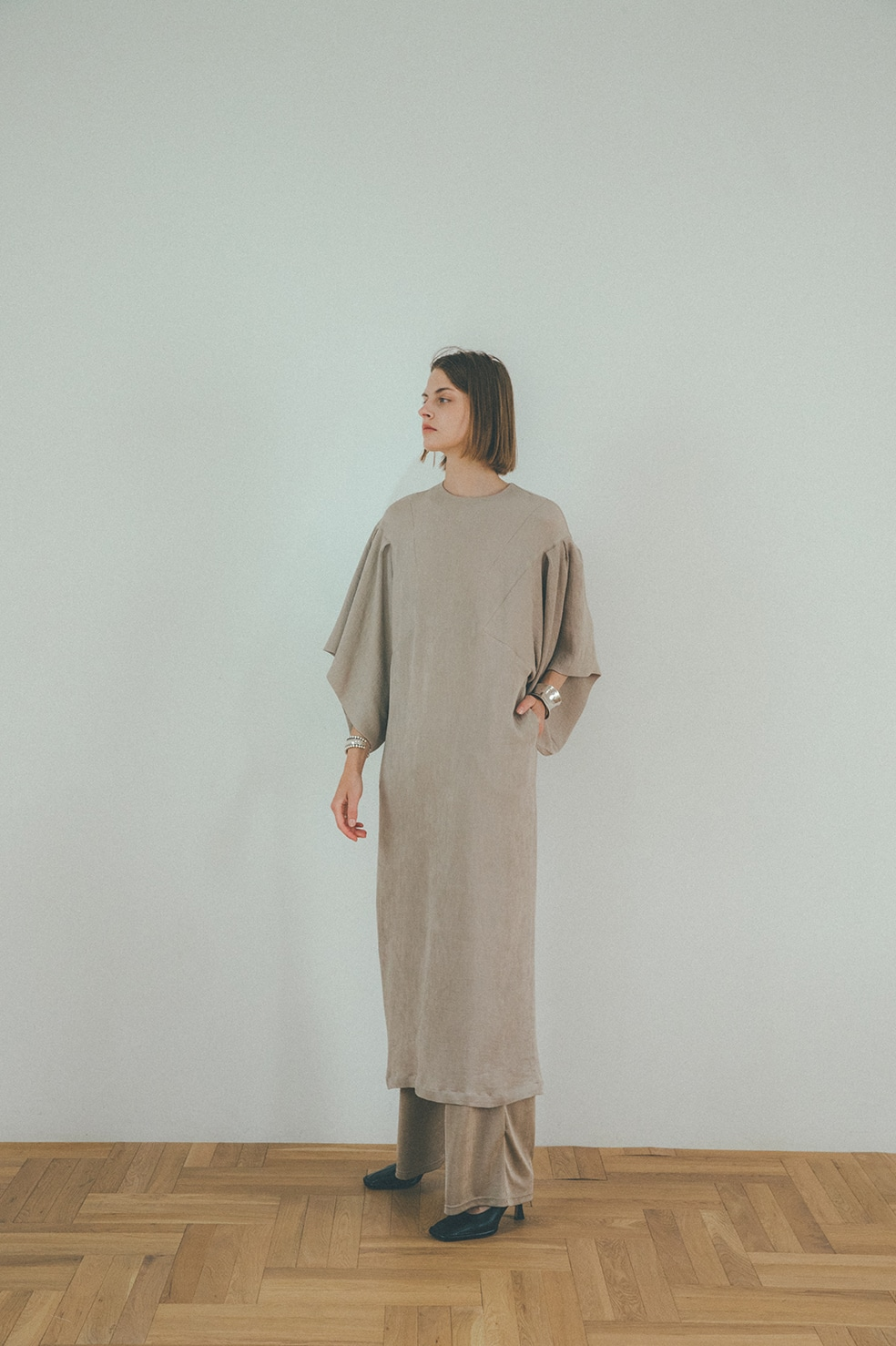 SQUARE SLEEVE STRAIGHT ONE PIECE