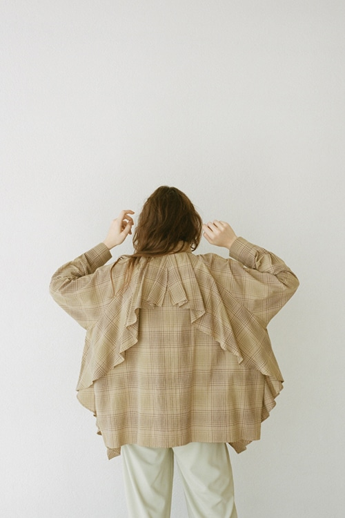 BACK FLOWING FRILL SHIRT